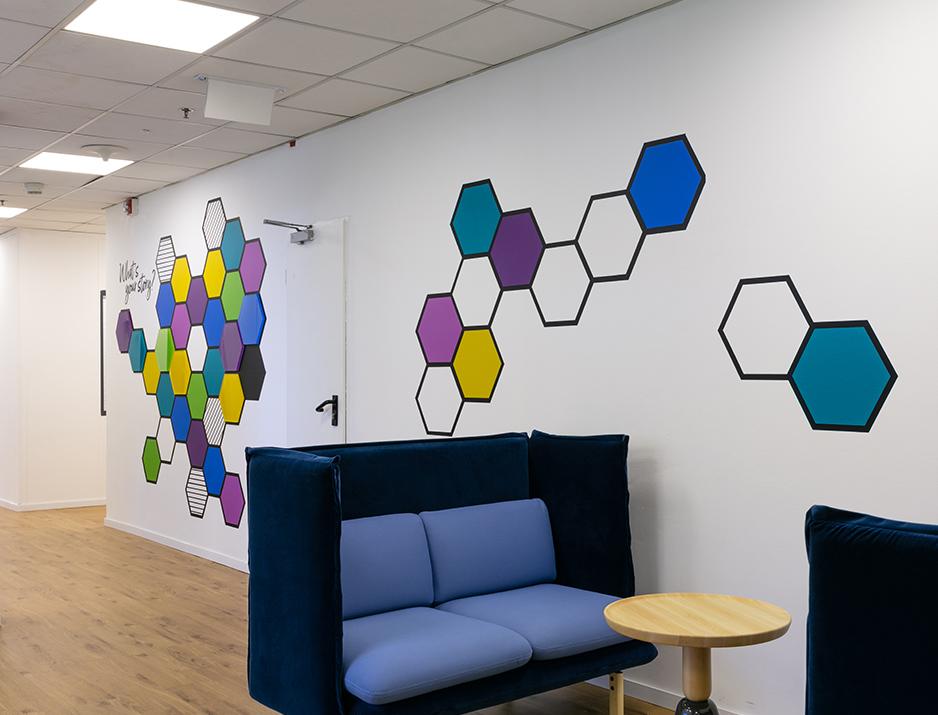 עיצוב משרדים | מיתוג גרפי | חברת טאבטייל | עיצוב תעשיתי | עיצוב מוצר | עיצוב גרפי במרחב | מיתוג משרדים | עיצוב חללי עבודה | עיצוב קירות