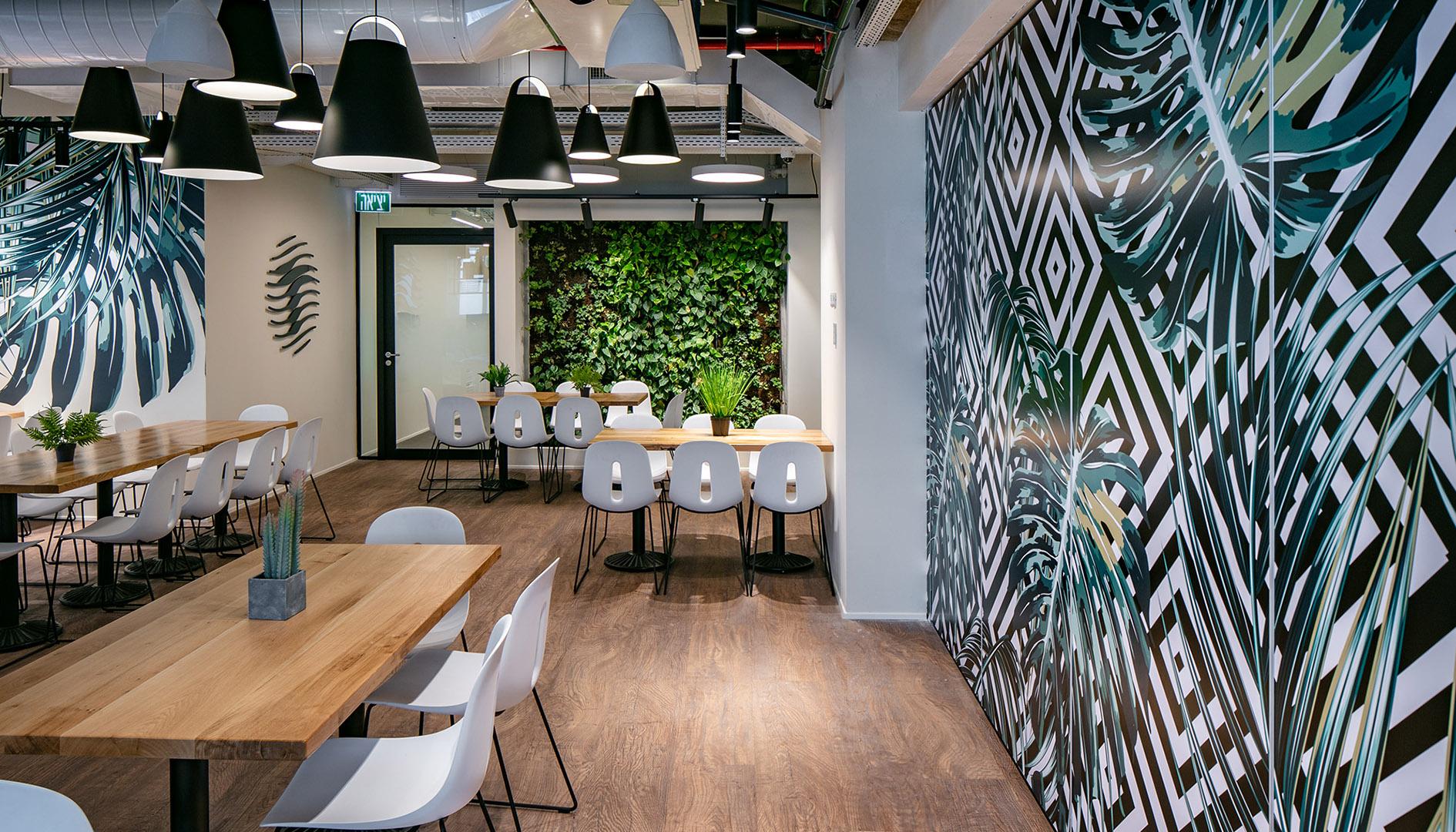 עיצוב משרדים | מיתוג גרפי | חברת תדיראן | קפיטריה | עיצוב גרפי במרחב | מיתוג משרדים | עיצוב חללי עבודה | עיצוב קירות