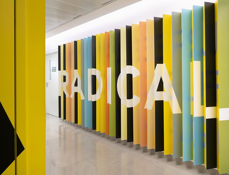 עיצוב משרדים | מיתוג גרפי | חברת אי ואיי | EY |עיצוב גרפי במרחב | מיתוג משרדים | עיצוב מוצר | עיצוב חללי עבודה | עיצוב קירות