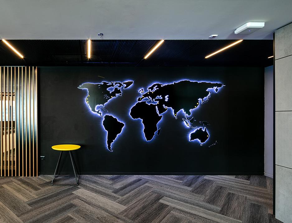 עיצוב משרדים | מיתוג גרפי | חברת אי ואיי | EY |עיצוב גרפי במרחב | מיתוג משרדים | עיצוב חללי עבודה | עיצוב קירות