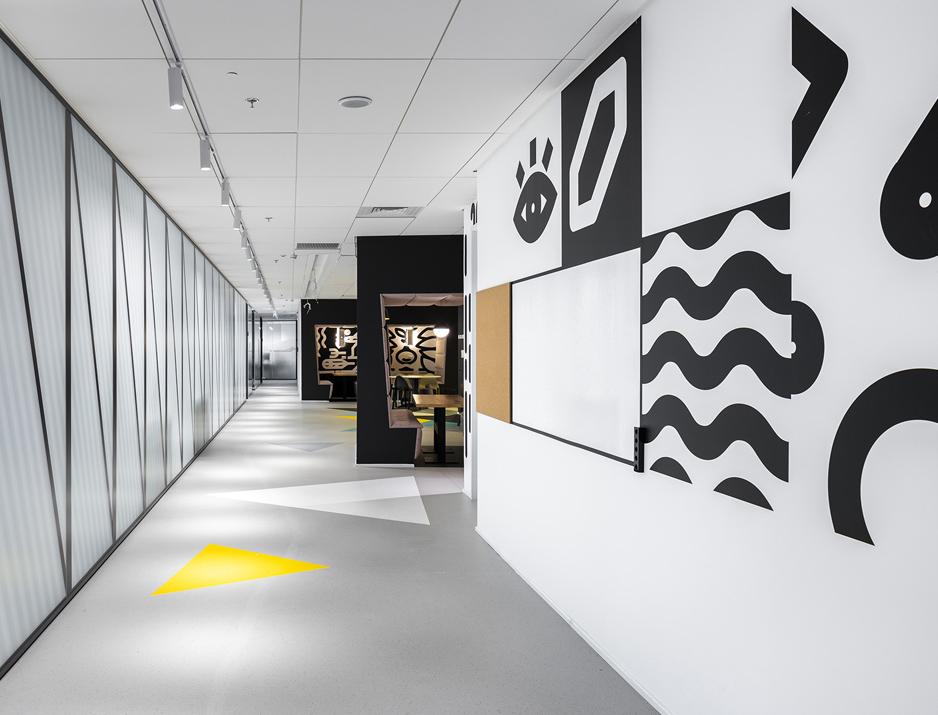 עיצוב משרדים | מיתוג גרפי | חברת אולסקרייפט | קפיטריה | עיצוב מוצר | עיצוב גרפי במרחב | מיתוג משרדים | עיצוב חללי עבודה | עיצוב קירות