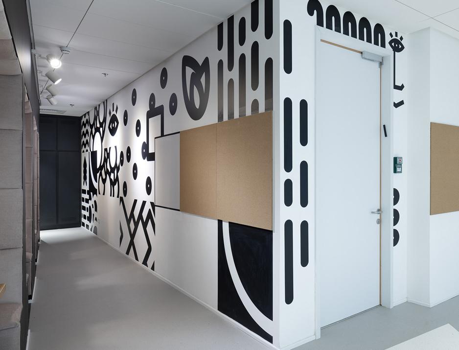 עיצוב משרדים | מיתוג גרפי | חברת אולסקרייפט | עיצוב מוצר | עיצוב גרפי במרחב | מיתוג משרדים | עיצוב חללי עבודה | עיצוב קירות