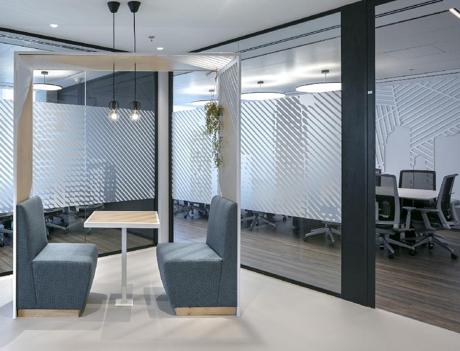 עיצוב משרדים | מיתוג גרפי | חברת קווסט | עיצוב גרפי במרחב | מיתוג משרדים | עיצוב חללי עבודה | עיצוב קירות