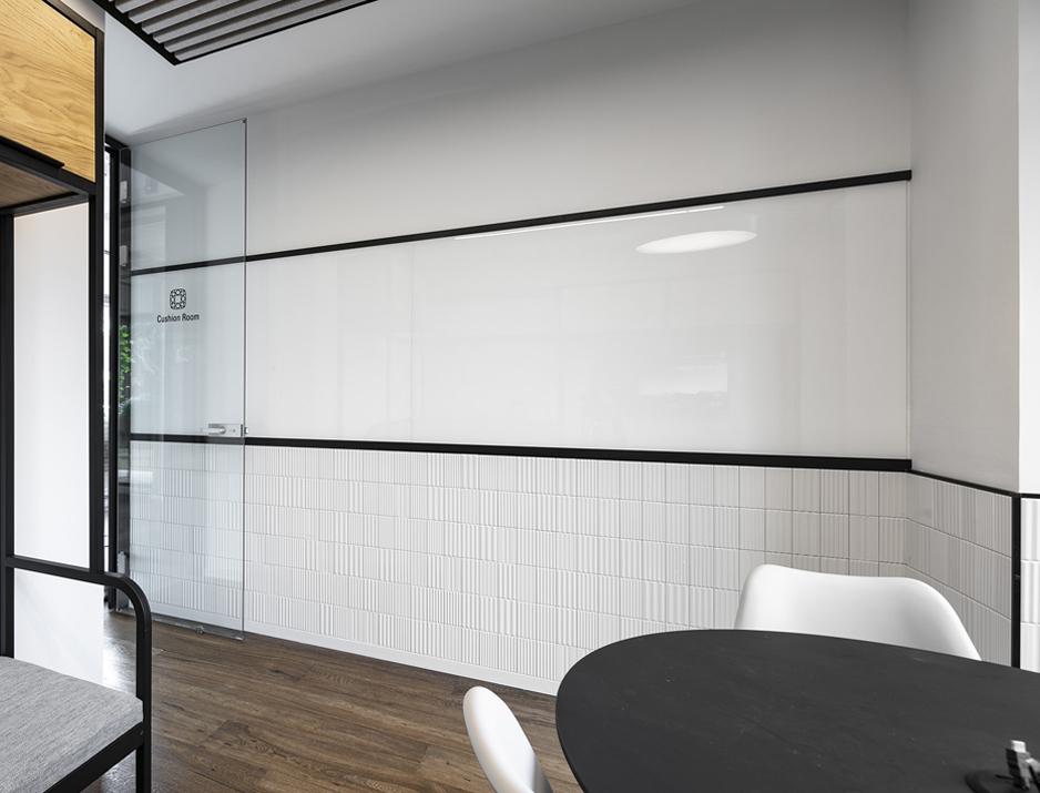 עיצוב משרדים | מיתוג גרפי | חברת אר2נט | R2NET | עיצוב מוצר | עיצוב תעשיתי | עיצוב גרפי במרחב | מיתוג משרדים | עיצוב חללי עבודה | עיצוב קירות