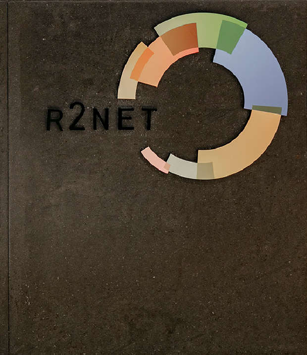 עיצוב משרדים | מיתוג גרפי | חברת אר2נט | שילוט | עיצוב מוצר | עיצוב גרפי במרחב | מיתוג משרדים | עיצוב חללי עבודה | עיצוב קירות
