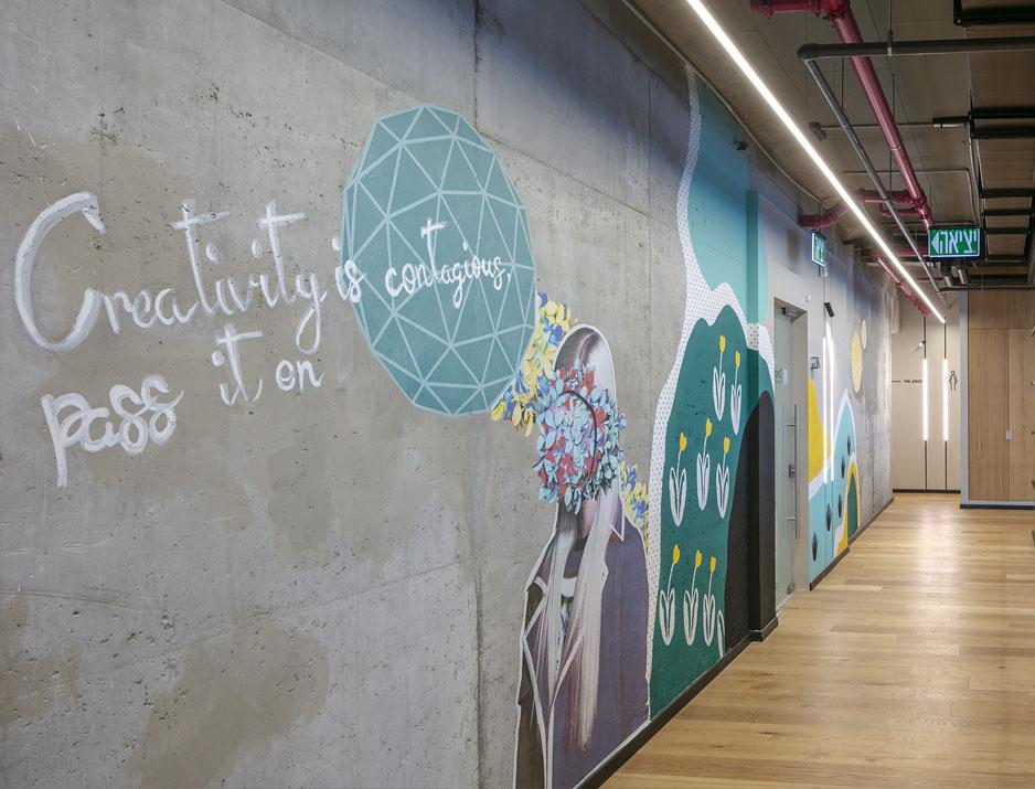 עיצוב משרדים/ מיתוג גרפי/ חברת צ'ק פוינט/ גרפיטי/ עיצוב גרפי במרחב/ מיתוג משרדים/ עיצוב חללי עבודה