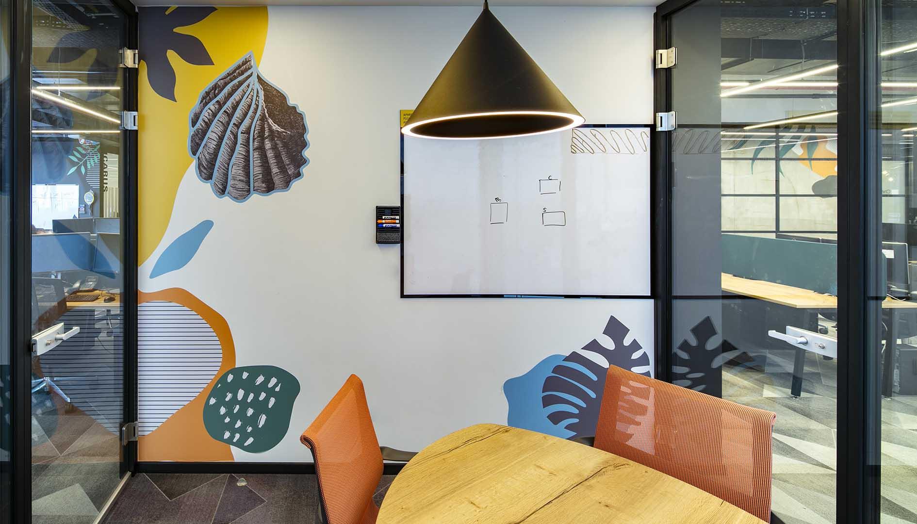 עיצוב משרדים/ מיתוג גרפי/ חברת צ'ק פוינט/ מיוג משרדים/ עיצוב חללי עבודהה
