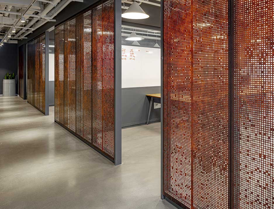עיצוב משרדים/ מיתוג גרפי/ חברת סלטו/ עיצוב גרפי במרחבו/ SALTO/ מיתוג משרדים/ עיצוב חללי עבודה