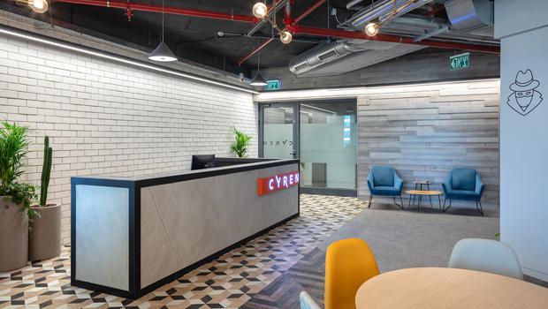 עיצוב משרדים/ מיתוג גרפי/ חברת סיירון/CYREN/ מיוג משרדים/ עיצוב חללי עבודהה