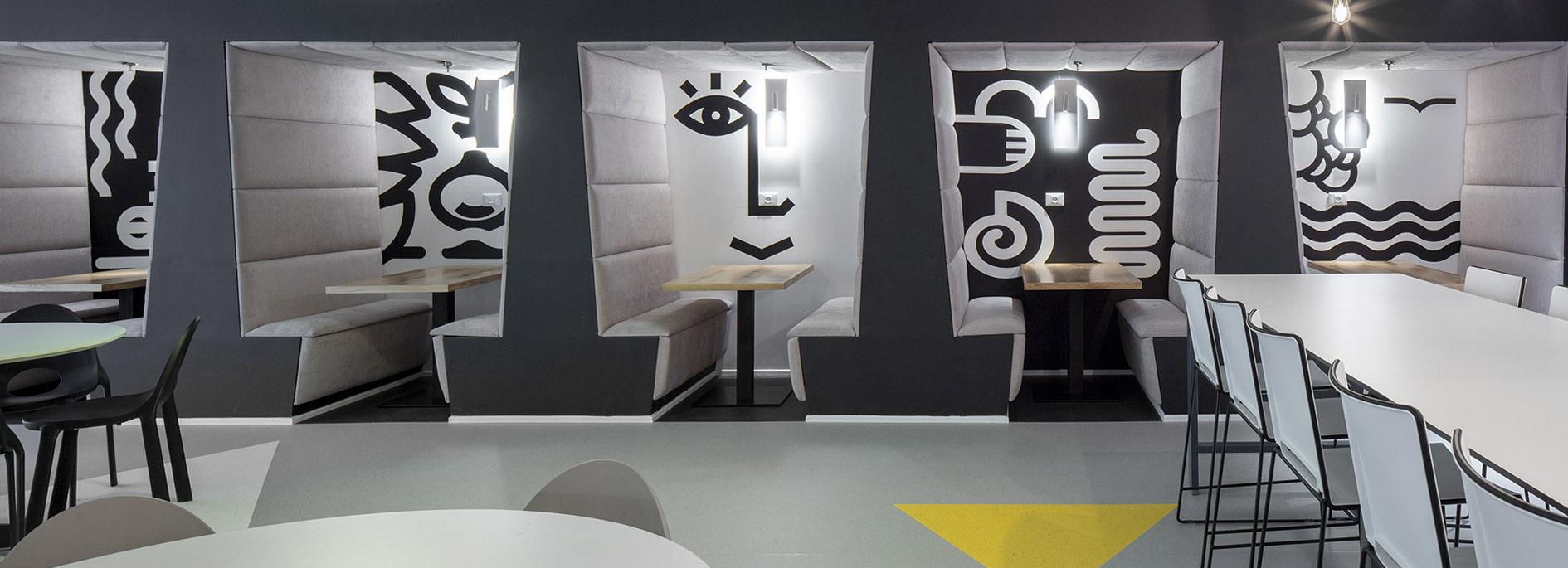 עיצוב משרדים/ מיתוג גרפי/ חברת אולסקריפט/ מיוג משרדים/ עיצוב חללי עבודהה