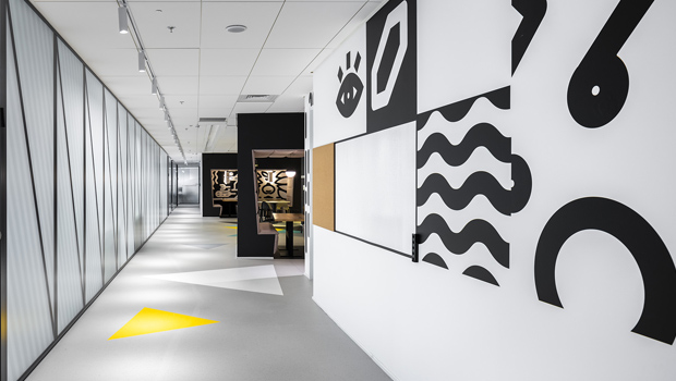 עיצוב משרדים/ מיתוג גרפי/ חברת אולסקירפט/ מיוג משרדים/ עיצוב חללי עבודהה