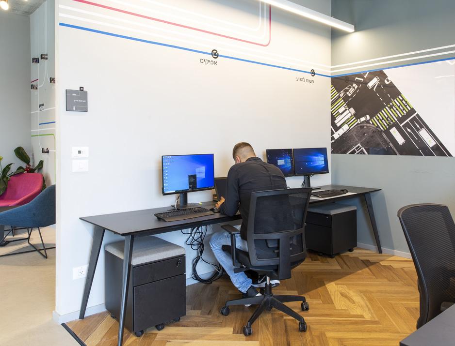 עיצוב משרדים | מיתוג גרפי | חברתאפיקים | עיצוב תעשיתי | עיצוב מוצר | עיצוב גרפי במרחב | מיתוג משרדים | עיצוב חללי עבודה | עיצוב קירות | עיצוב משרדים | מיתוג גרפי
