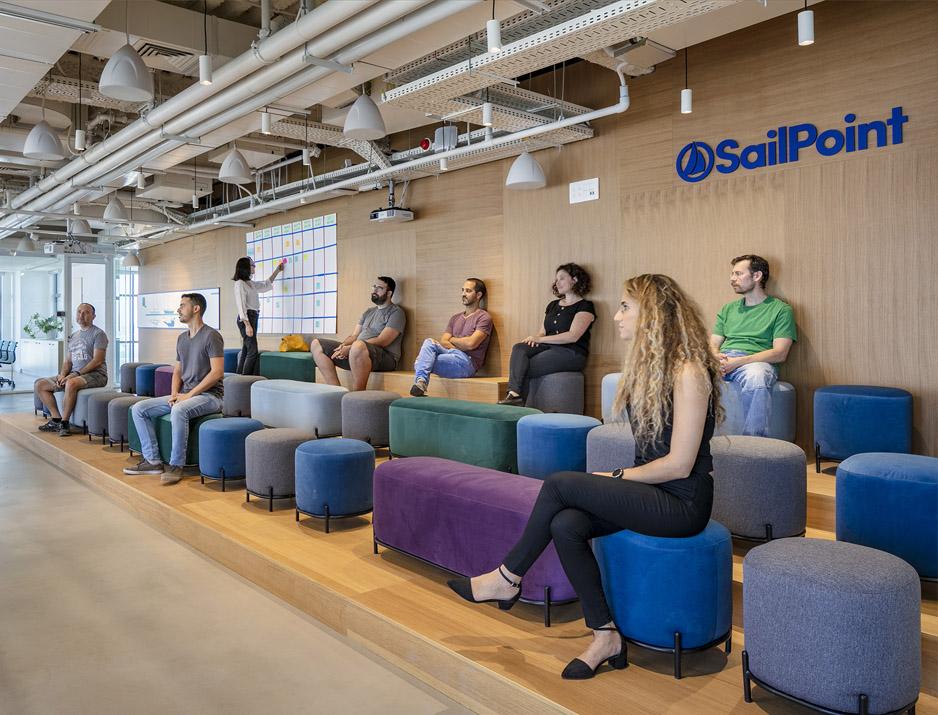 עיצוב משרדים | מיתוג גרפי | חברת סיילפוניט | עיצוב תעשיתי | עיצוב מוצר | עיצוב גרפי במרחב | מיתוג משרדים | עיצוב חללי עבודה | עיצוב קירות | עיצוב משרדים | מיתוג גרפי