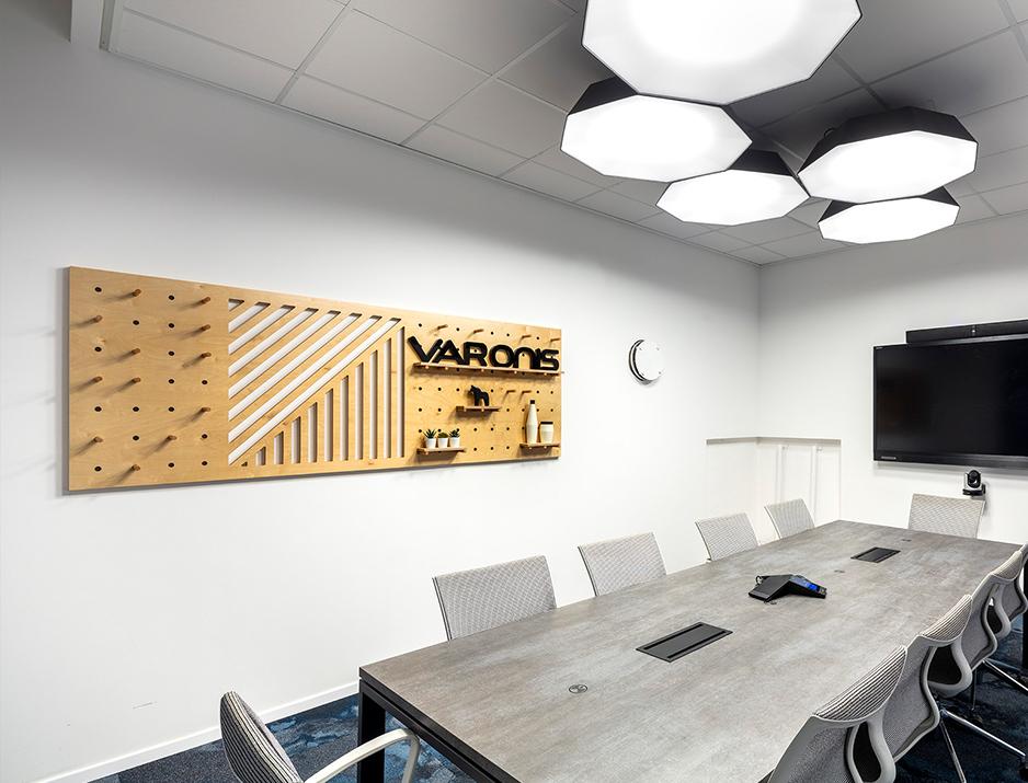עיצוב משרדים | מיתוג גרפי | סטודיו לוקה| עיצוב תעשיתי | עיצוב מוצר | עיצוב גרפי במרחב | מיתוג משרדים | עיצוב חללי עבודה | עיצוב קירות